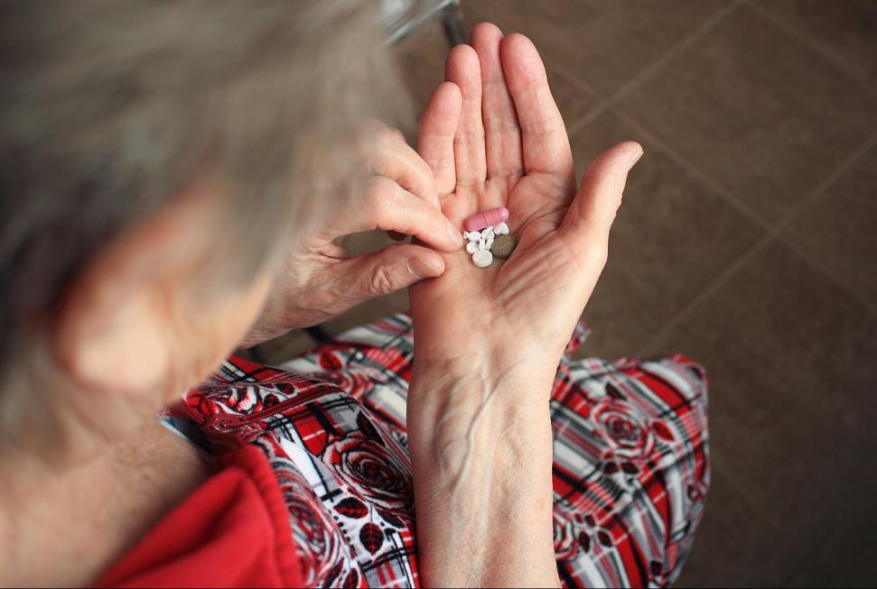 Badania: zbyt niski poziom witaminy D zwiększa ryzyko demencji u osób starszych