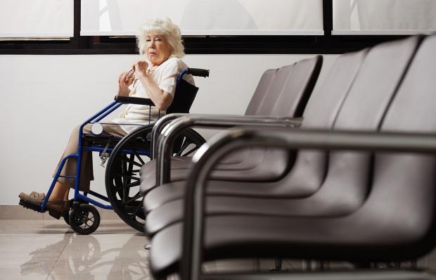 Niepełnosprawni: nieporęczna papierowa legitymacja - do wymiany