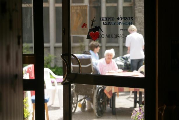 Opieka hospicyjna: za mało miejsc, częste kilkumiesięczne kolejki