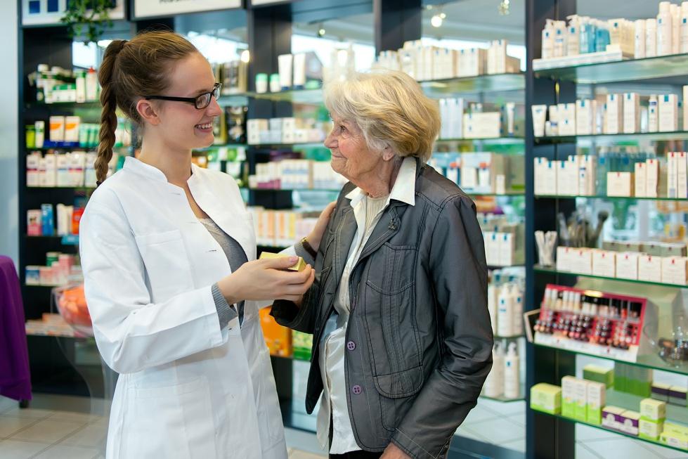Resort tłumaczy seniorom, dlaczego bezpłatny lek kosztuje
