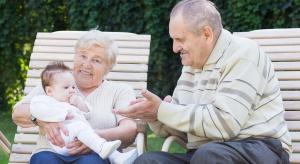 """Rodzina """"adoptuje"""" babcię i dziadka"""