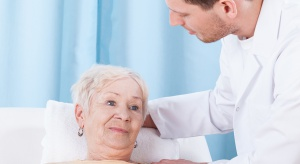 Lekarze radzą babciom i dziadkom: badania kontrolne i szczepienia