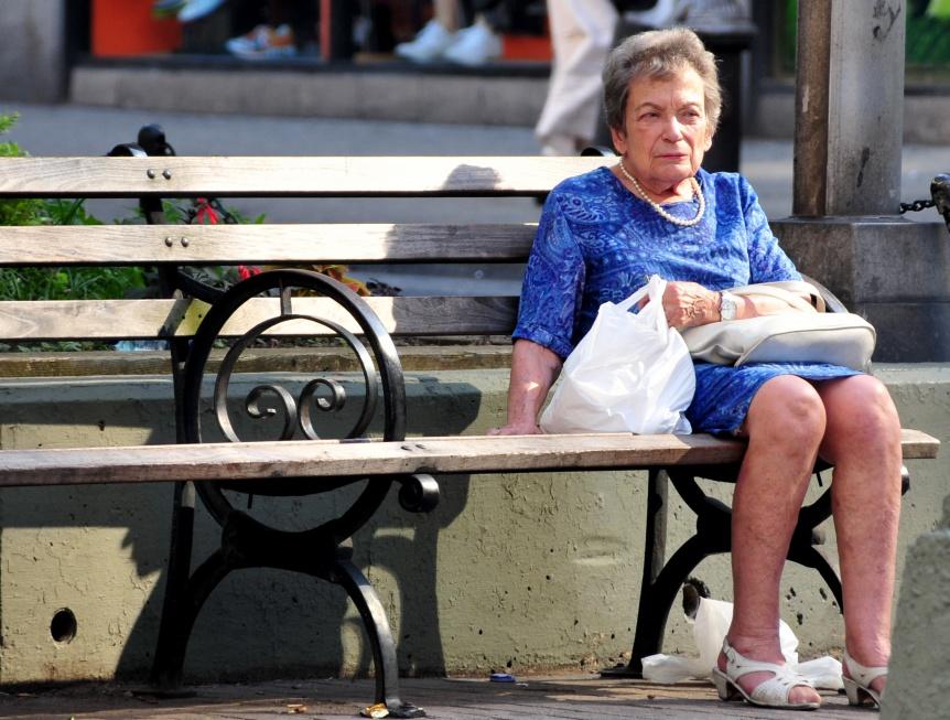 Polka na emeryturze jest samotna. Jakie konsekwencje?