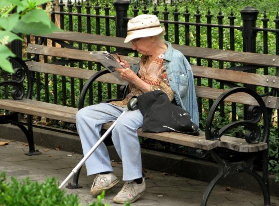 Warszawscy seniorzy chcą więcej ławek w mieście