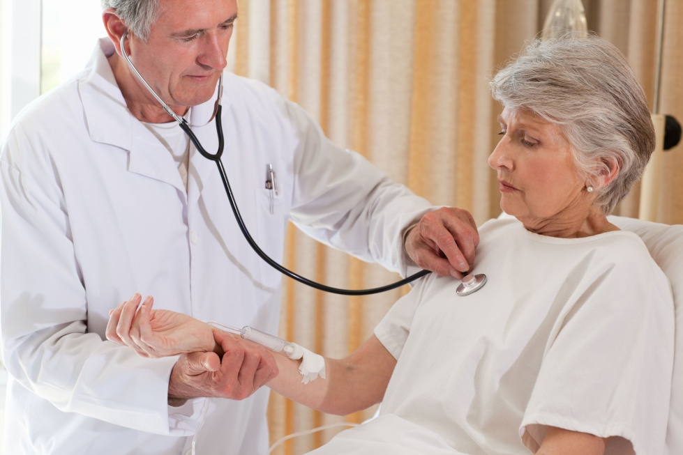 NFZ zapłaci więcej lekarzom POZ za najstarszych pacjentów