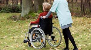 Opiekunowie dorosłych niepełnosprawnych wyślą łyżki do premier
