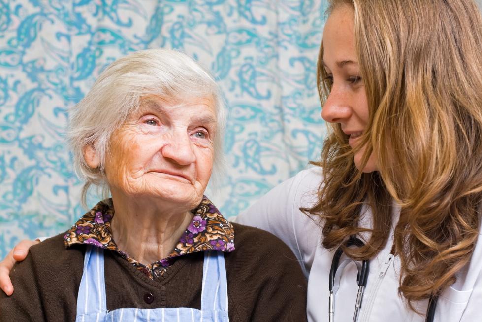 Nawet 6,5 mln seniorów w Polsce może mieć problem ze słuchem