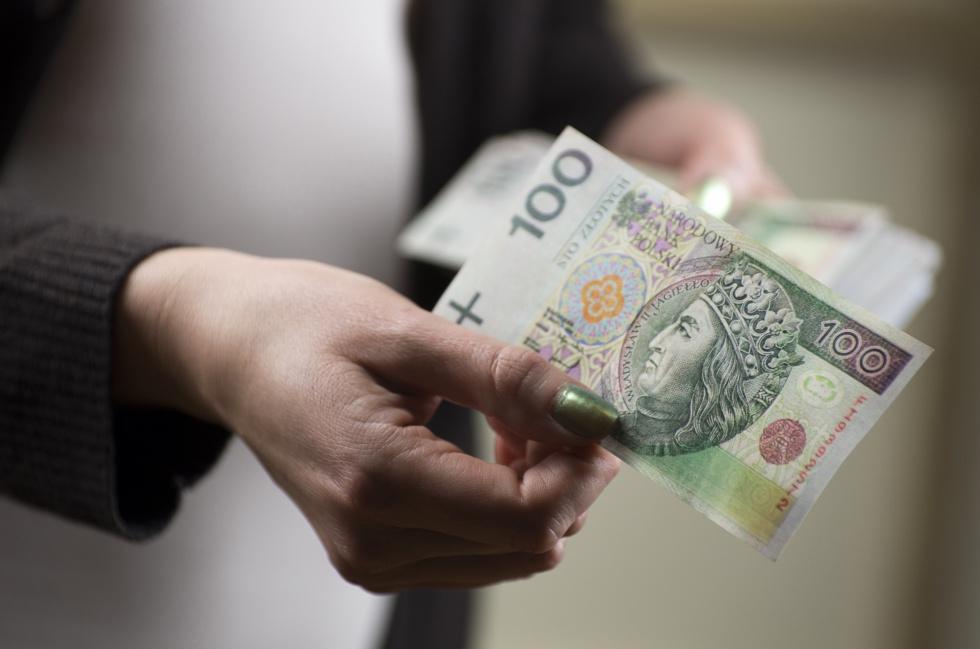 Raport: kobiety zarabiają mniej i mają emerytury niższe o 23 proc.