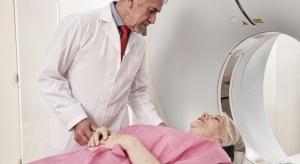 Lekarze seniorzy wciąż pracują: są bezcenni dla ochrony zdrowia i pacjentów