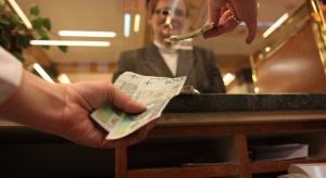 Coraz mniej osób ma prawo do minimalnej emerytury