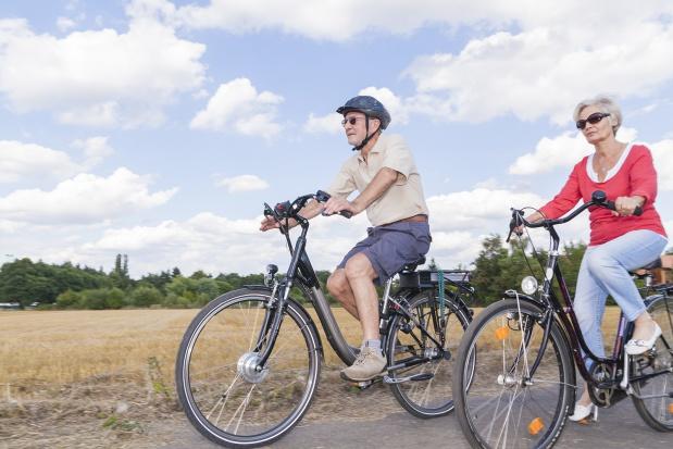 Jadąc na rowerach zbierają pieniądze dla hospicjów