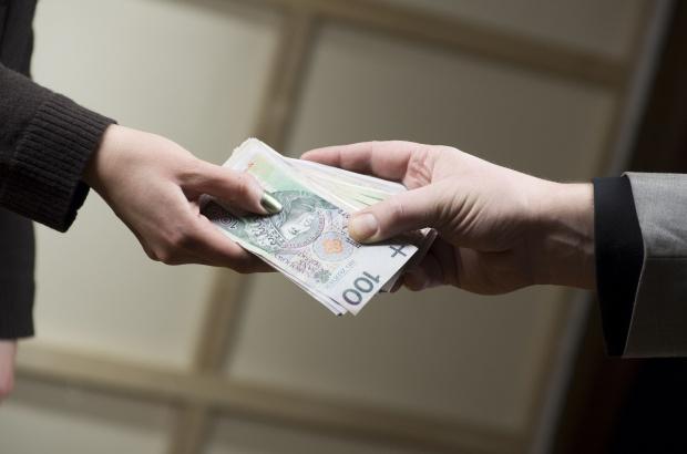 NBP: 57 proc. osób w wieku 65+ nie ma konta w banku