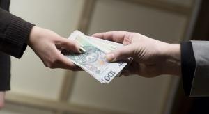 Badania: dwóch na pięciu emerytów pomaga finansowo rodzinie