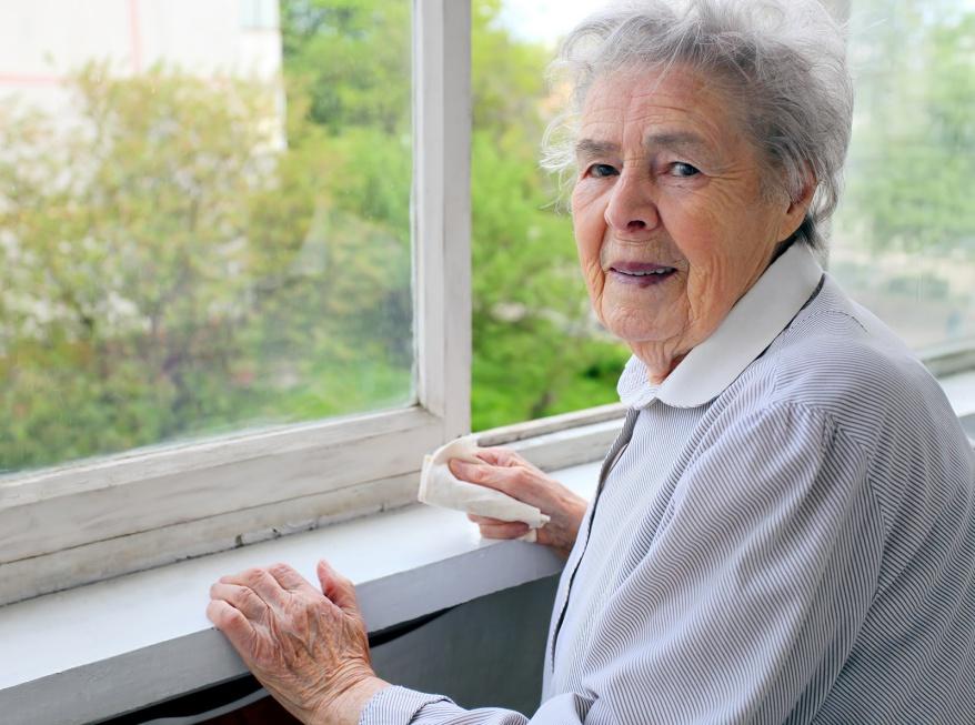 Mazowsze: seniorzy boją się oszustów, przemocy i ruchu drogowego
