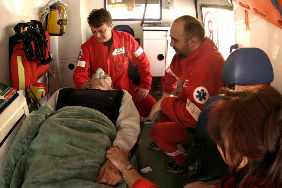 Lekarze i ratownicy: na wychłodzenie szczególnie narażeni seniorzy