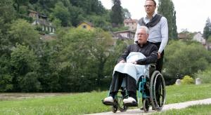 Rośnie zapotrzebowanie na mężczyzn - opiekunów osoby starszej