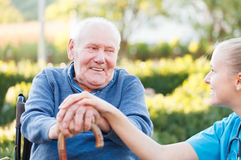 Eksperci: problemu niedoboru opiekunów i rehabilitantów nie da się uniknąć