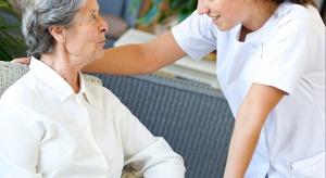 MZ: ruszą kursy kwalifikacyjne w dziedzinie pielęgniarstwa geriatrycznego