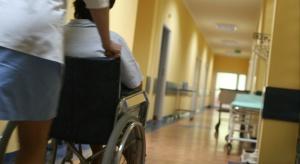 Nie odbierają dziadka ze szpitala, bo nie chcą się już nim opiekować