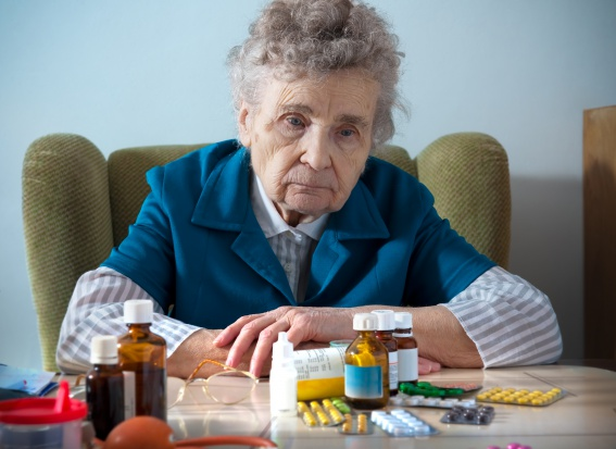 Marszałek Senatu: darmowe leki tylko dla najuboższych seniorów