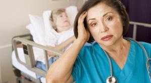 MZ: pacjenci mogą leżeć na korytarzach tylko w sytuacjach nadzwyczajnych
