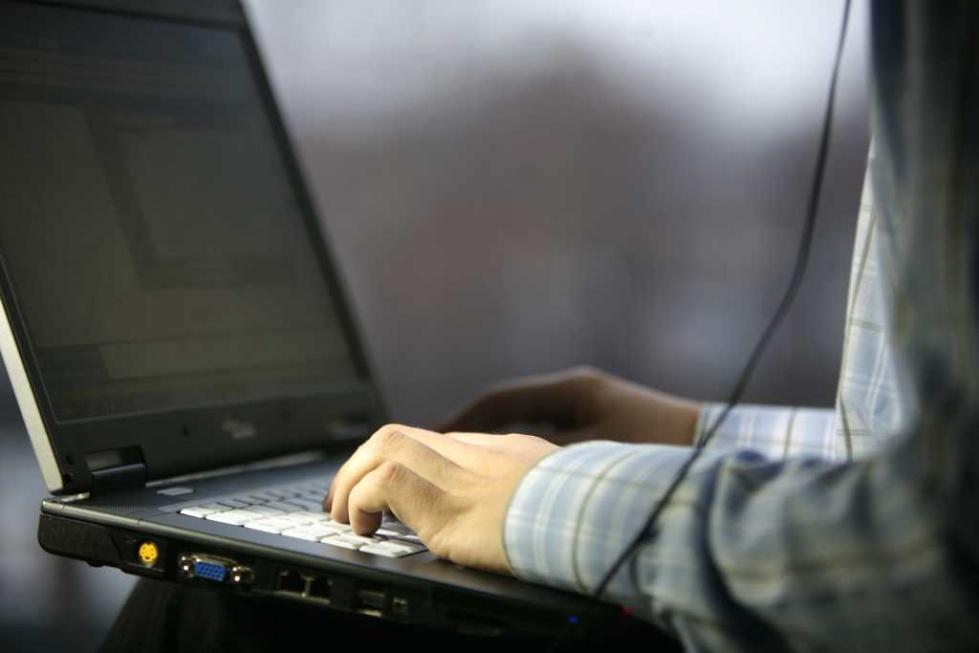 Minister cyfryzacji do seniorów: internet to dziś podstawa