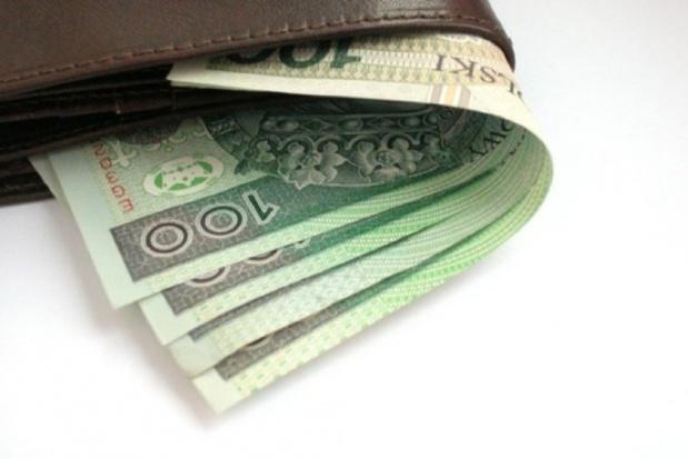 Kalisz: 69-latka znalazła portfel, a w nim 2 tys. zł. Oddała na policję