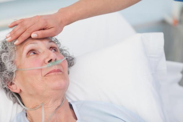 Przybywa zwolenników eutanazji, ale nie w Polsce