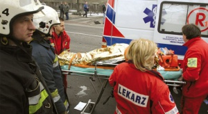 Tylko w co trzecim zespole ratowników jest lekarz. Resort zdrowia ma na to receptę