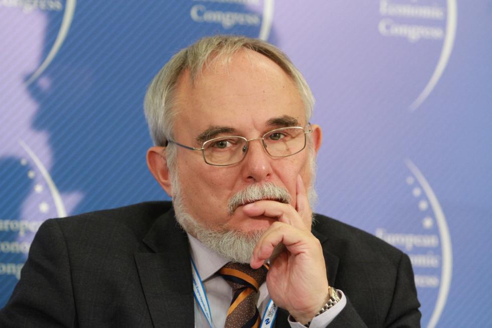 Wiceprezes NIK: działania NFZ, ministra i urzędów pracy nie skutkują
