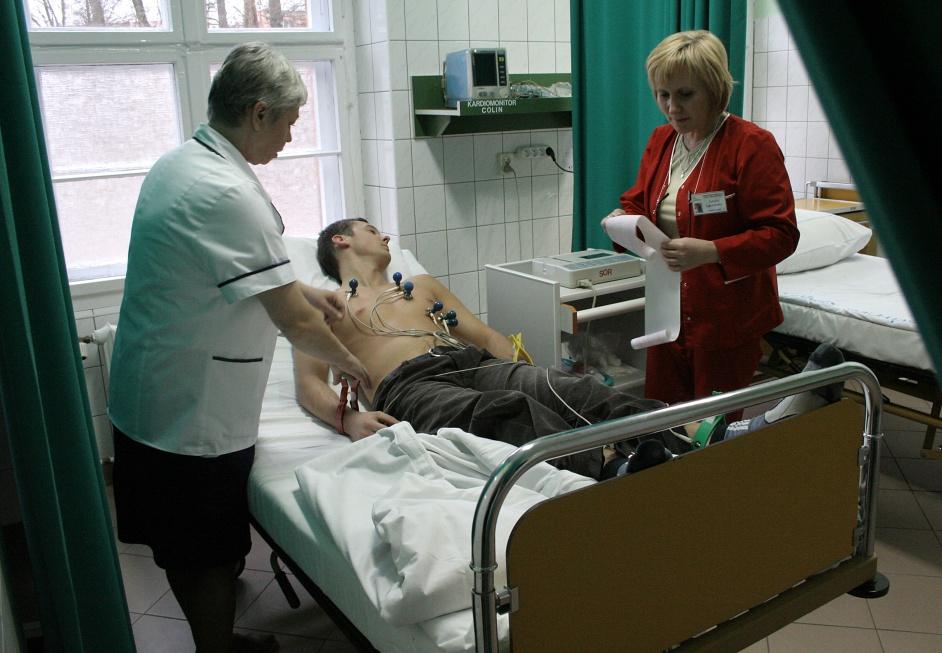 Branża ostrzega: ubędzie prawie 100 tys. pielęgniarek i położnych