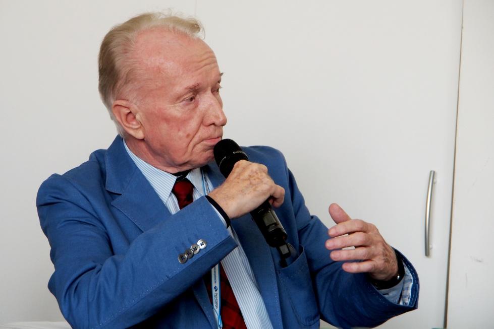 Prof. Wysocki: zamiast w łóżka geriatryczne zainwestujmy w szczepienia