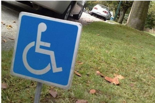 91-letnia Traczyk-Stawska wsparła protest niepełnosprawnych. Przekazała pamiątkę z czasów wojny