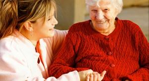 """Od nowego roku """"Opieka 75 plus"""" także dla seniorów pozostających w rodzinach"""