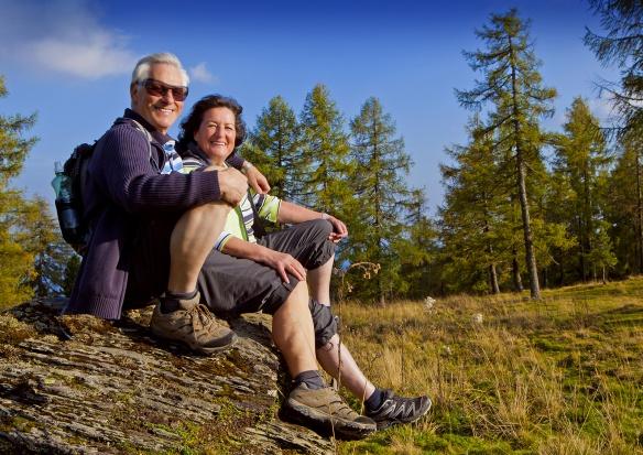GUS: starsi rzadziej zadowoleni z życia niż młodsi