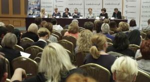 Opieka długoterminowa: nadciąga srebrne tsunami, a systemu brak
