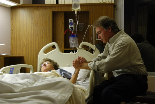 Oddziały geriatryczne zamiast porodówek? Demografia rozdaje karty