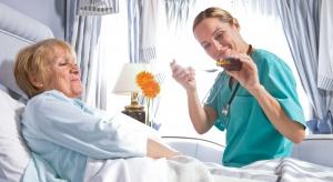 Recepta na problemy kadrowe: opiekun medyczny i pracownik administracyjny?