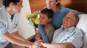 RPO: należy myśleć w kategoriach domowej opieki, a nie budować kolejne DPS-y