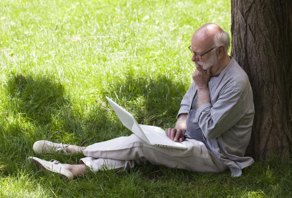 Seniorzy coraz bardziej aktywni w sieci i mediach społecznościowych