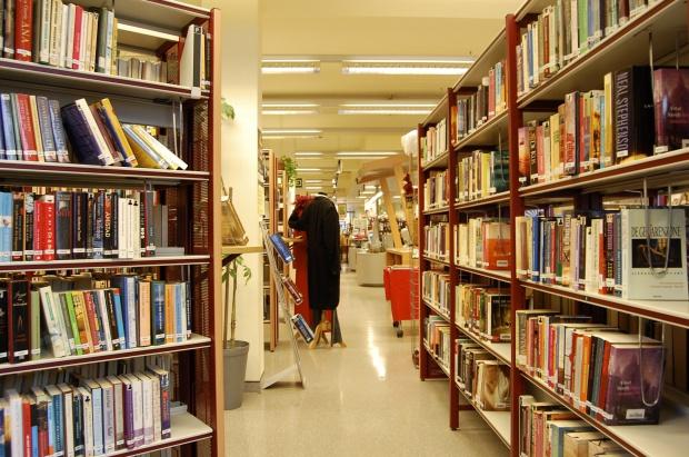 W Poznaniu bibliotekarz dowiezie książki seniorowi