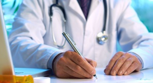 Lekarz rodzinny za darmo bez ubezpieczenia? Tak, ale trzeba skłamać