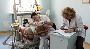 Blisko połowa emerytów nie ma zębów