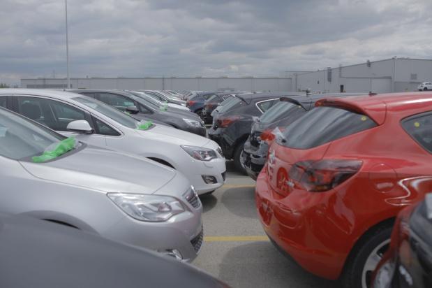 """W Rybniku seniorzy mogą bezpłatnie parkować w """"strefach 65+"""""""
