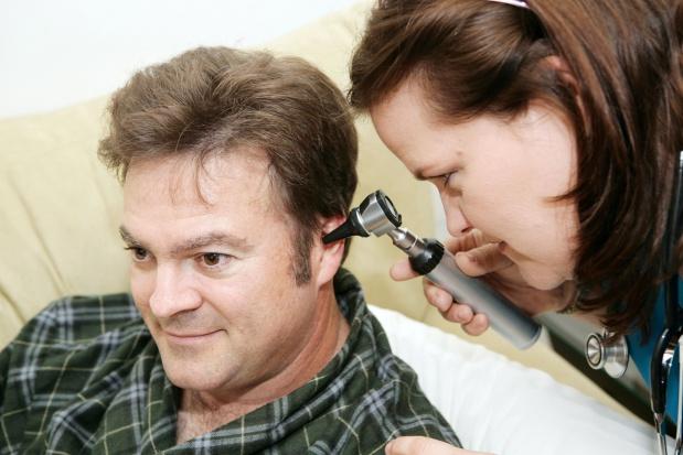 Zbyt małe finansowanie implantów słuchowych. NFZ: od stycznia będzie lepiej