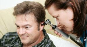 Ponad połowy przypadków problemów ze słuchem można uniknąć