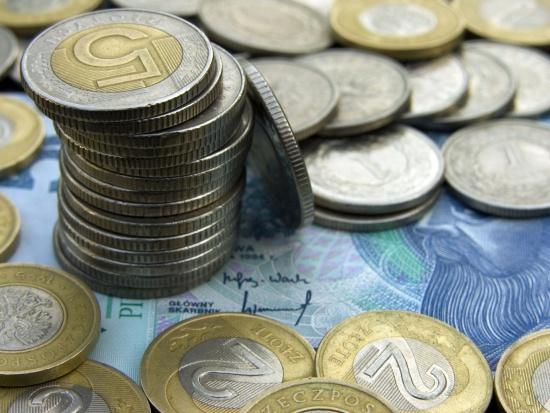 Od 1 marca wzrastają kwoty najniższych emerytur i rent wypłacanych przez ZUS