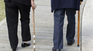 Starsi i niepełnosprawni w kolejce po pieniądze z PFRON. Czekali w nocy i na mrozie