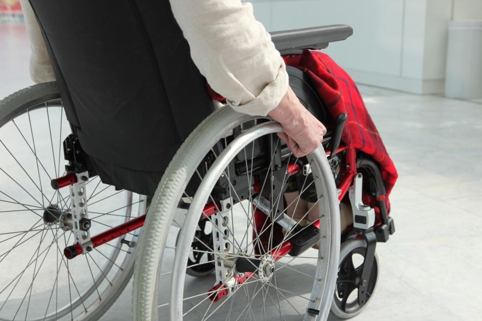 Przełomowe zmiany: kiedy osoba starsza dopłaci do wózka albo soczewki