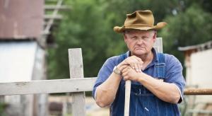 Gospodarstwa opiekuńcze oraz aktywny i zdrowy senior rolnik - polityka senioralna na wsi